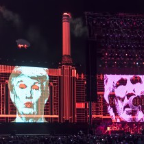 16O_3422-DNG-pigs-three-different-ones-trump-pink-floyd-roger-waters-desert-trip copy