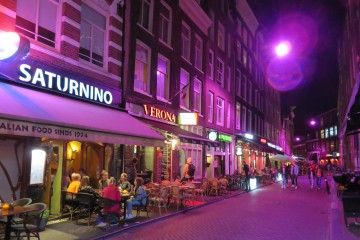 Amsterdam changes colour with W-DMX™